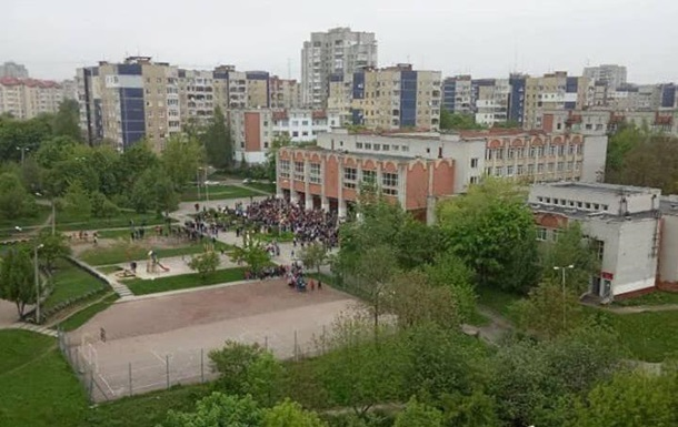 У Львові невідомий  замінував  готелі і школу