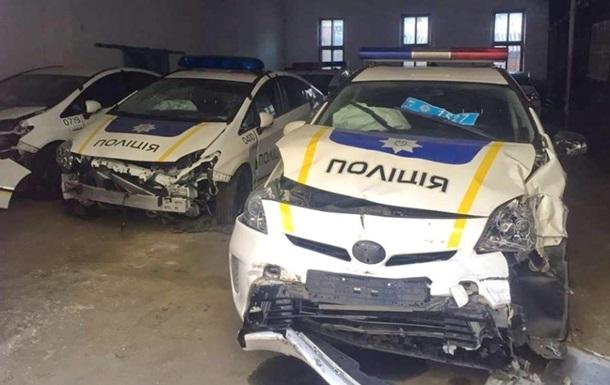 Поліцейські розбили половину автопарку - МВС