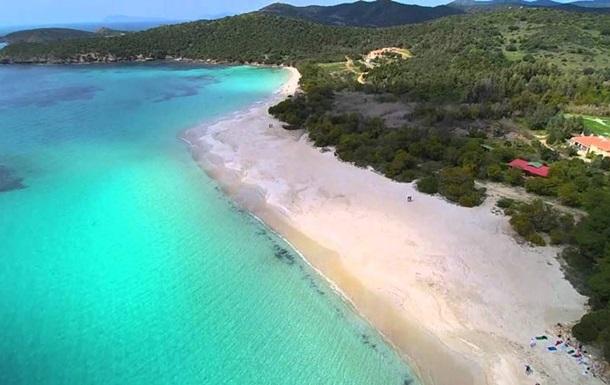 На пляжах Сардинии штрафуют за кражу песка