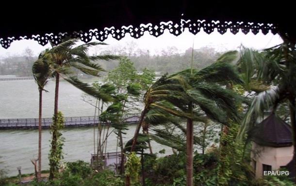 Ураган в М янмі зруйнував сотні будинків
