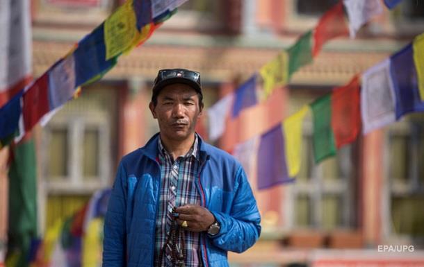 Непалець встановив світовий рекорд за сходженнями на Еверест