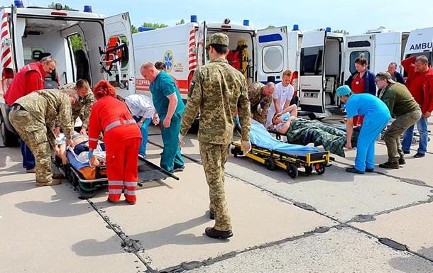Поранених з Донбасу доставили літаком в Одесу