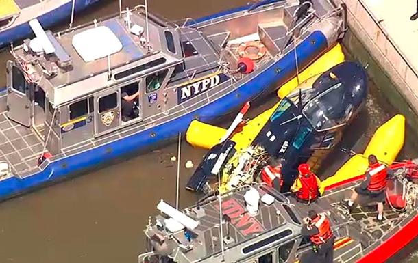 Вертолет упал в Нью-Йорке