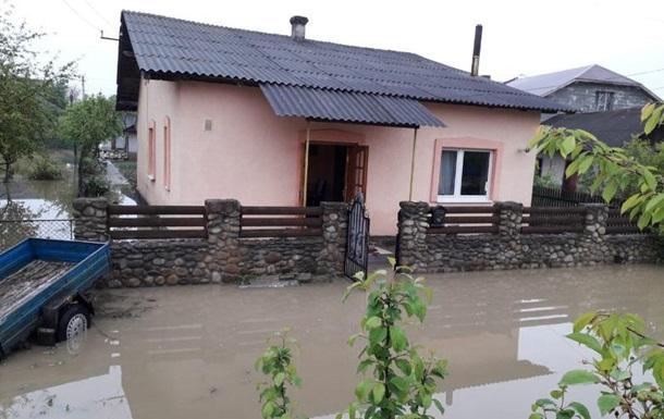 Непогода на Прикарпатье: подтоплены сотни домов