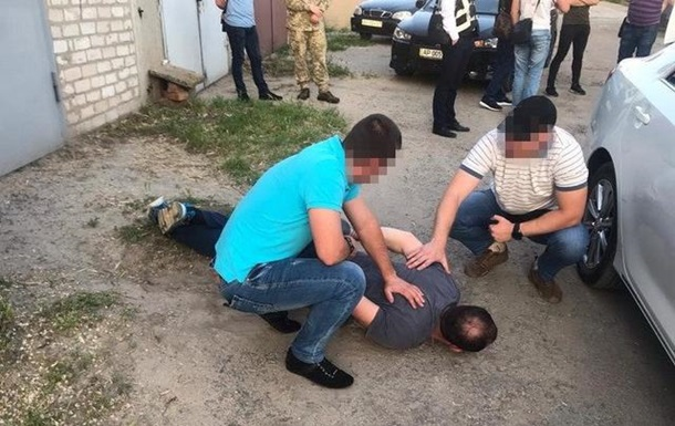 У Мелітополі коп вимагав з військового гроші за інформацію про крадіжку