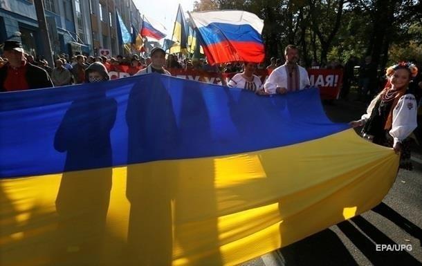 Более 40% украинцев хорошо относятся к РФ - опрос