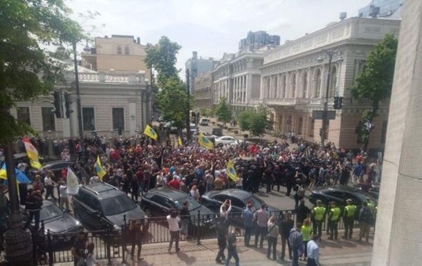 Євробляхарі  побилися з поліцією під Радою