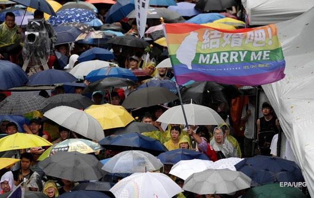 На Тайвані дозволили одностатеві шлюби