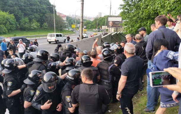 В Киеве произошли потасовки полиции и Нацкорпуса