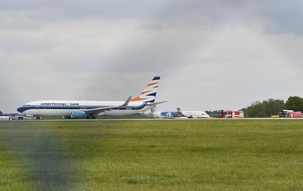 В аеропорту Праги зіткнулися два літаки