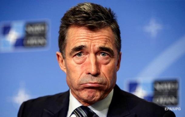Порошенко уволил экс-генсека НАТО с поста советника