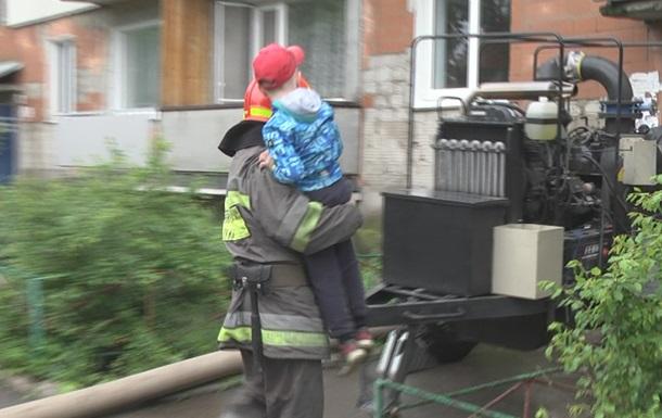 Ураган знеструмив десятки населених пунктів у Хмельницькій області
