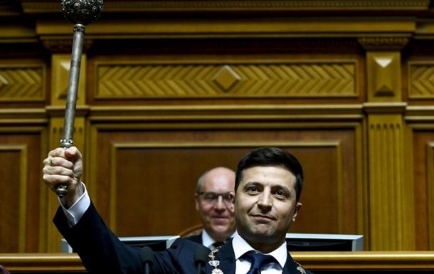 Зеленський опублікував свій перший пост у статусі президента