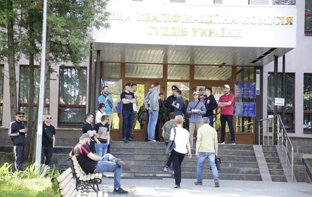 У Києві невідомі заблокували будівлю кваліфікаційної комісії суддів