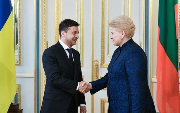 Зеленський зустрівся з трьома президентами