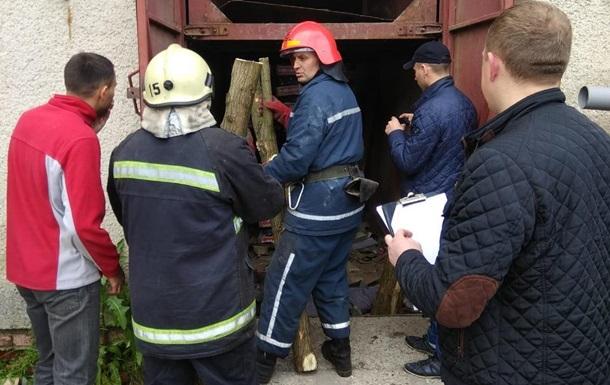 У Львівській області вантажний ліфт впав на двох робітників