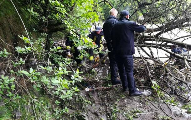 На Закарпатье нашли тело ребенка, которого смыло паводковой волной