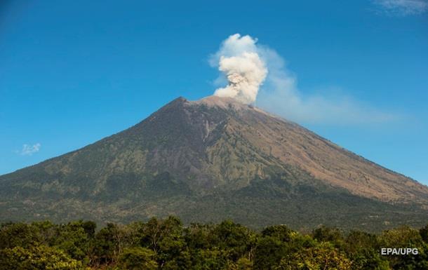 На Бали произошло извержение вулкана