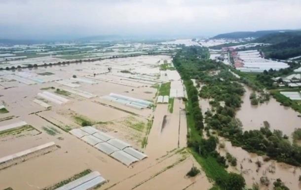Велика  вода пошкодила майже 100 мостів на заході України