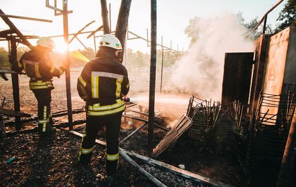 У Києві пожежа знищила трибуни волейбольного поля