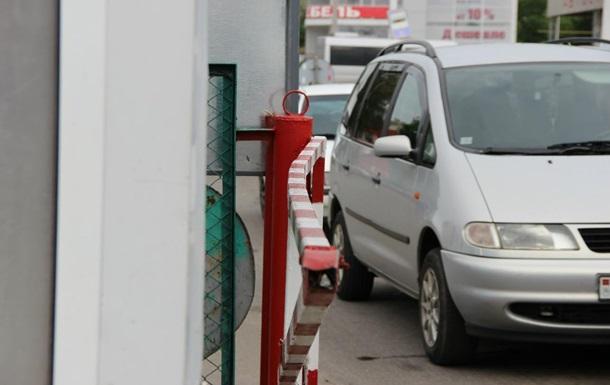 Украинка дважды за сутки протаранила КПП в Приднестровье