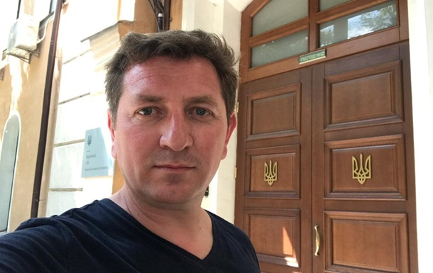 На Зеленського подали в суд через скасування указів Порошенка