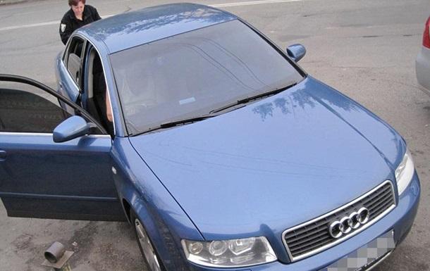 В Киеве таксист украл у иностранца более 200 тысяч и ноутбук