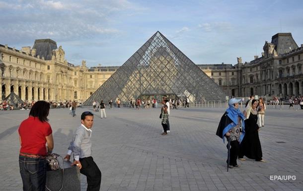 Сотрудники Лувра бастуют и-за количества посетителей