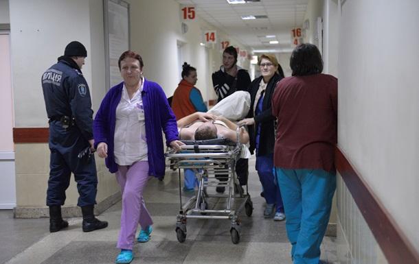 Во Львове девушке на голову упала часть фасада