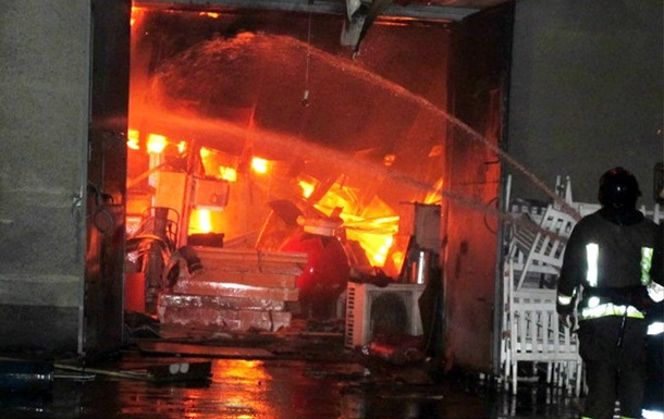 В Одессе сгорел мебельный склад