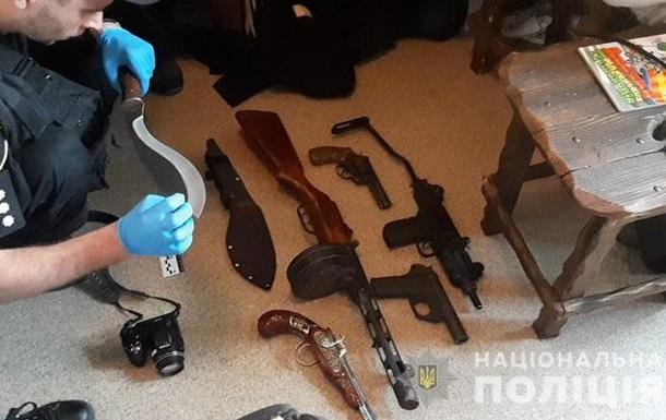 Поліція знайшла зброю в квартирі, з якої випала дитина