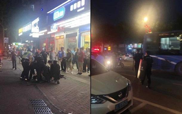 Озброєний ножем чоловік влаштував різанину на ринку в Китаї