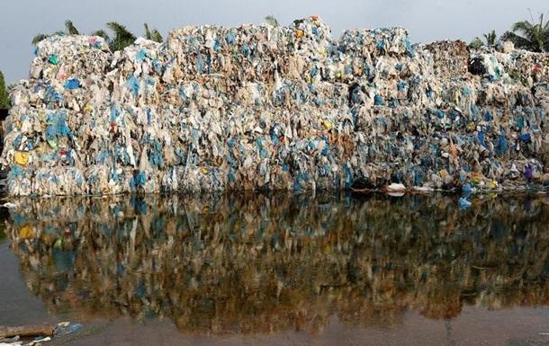 Малайзія поверне розвиненим країнам тисячі тонн пластикового сміття