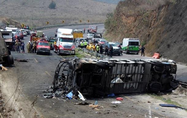 У Мексиці в результаті ДТП з автобусом загинули 23 людини