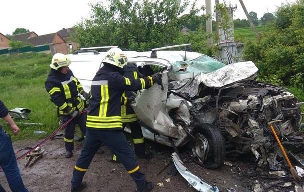 Автомобіль влетів у фуру на Тернопільщині: троє загиблих