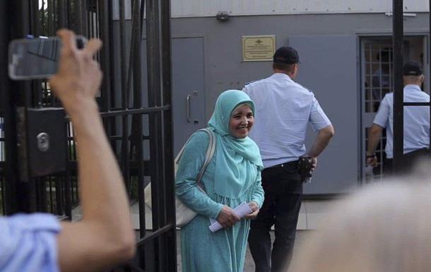 У Криму відпустили затриманих активісток
