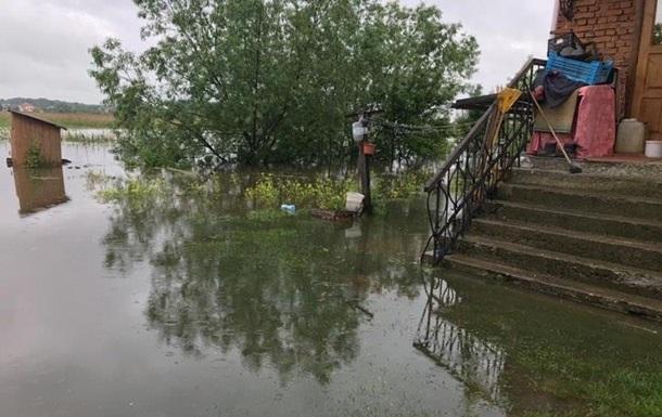 На Львівщині стався перелив води через дамбу
