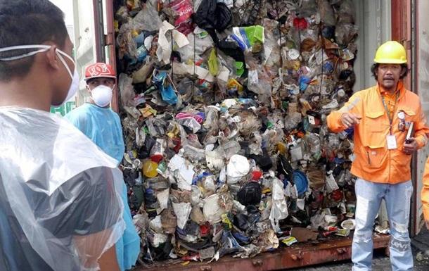 Філіппіни повернуть Канаді 69 контейнерів зі сміттям