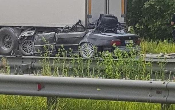 Під Києвом BMW влетів під фуру на швидкості 210 км на годину