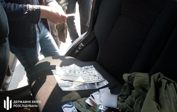 Співробітника Київтрансгазу затримали на хабарі в $12 тисяч