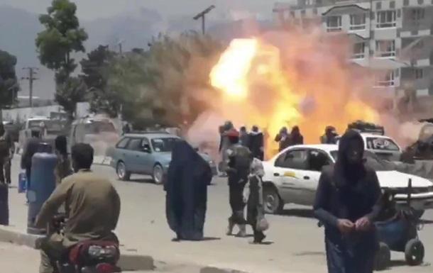 Теракт у Кабулі: з явилося відео підриву смертника