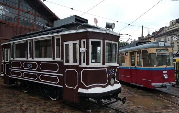 Во Львове прошел парад старинных трамваев