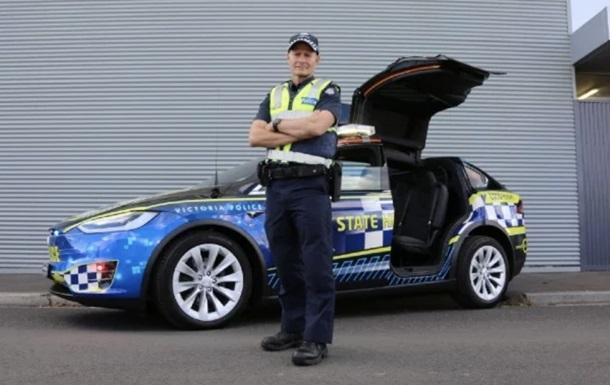 Полиция Австралии пересаживается на Tesla