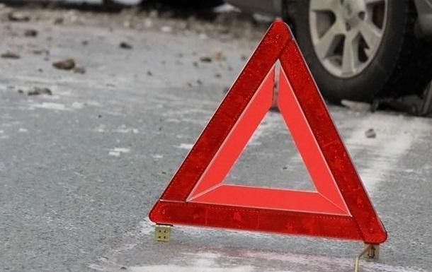 Під Києвом авто збило жінку з дітьми на пішохідному переході