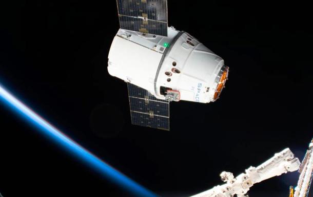 Космический грузовик Dragon приводнился в Тихом океане