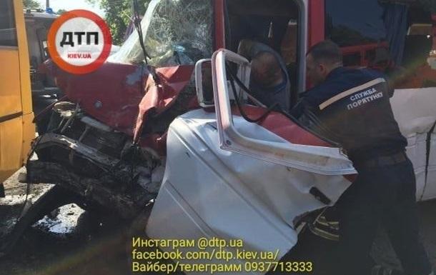 Масштабна ДТП під Києвом: постраждали 26 осіб