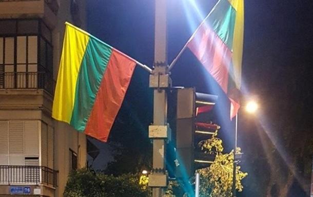 У Тель-Авіві помилково вивісили прапори Литви замість прапорів ЛГБТ