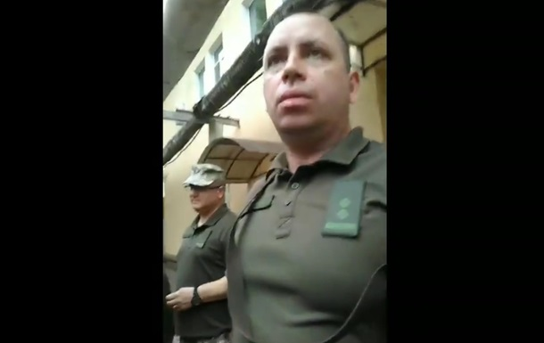 У Херсоні повістки у військкомат вручали на прохідній заводу - соцмережі