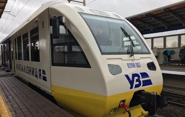 Укрзалізниця запустила 26 літніх поїздів на південь