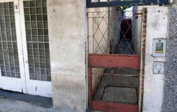 В Аргентине мужчина 19 лет держал жену в заточении